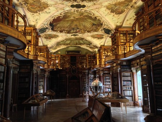 Stiftsbibliothek: Inside the library 2