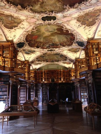 Stiftsbibliothek: Inside the library 3