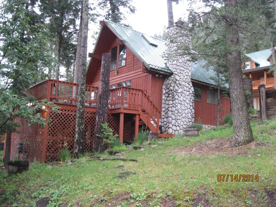 Mountain Air Cabins : View of Cedar Cabin from the Road...
