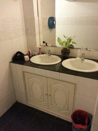 City Home Guest House: Les lavabos