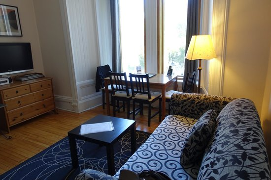 University Bed & Breakfast Apartments : white suite