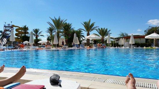Selge Beach Resort & Spa Hotel: Бассейн на территории