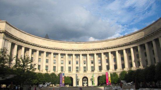 The Ronald Reagan Building and International Trade Center: building