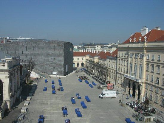 MuseumsQuartier Wien: Vista general. Al fondo el Leopold Museum