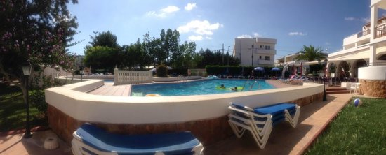 Can Sanso: stunning pool and lots of sun beds available
