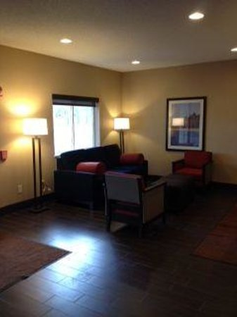 Comfort Inn: Newly remodeled lobby and sitting area