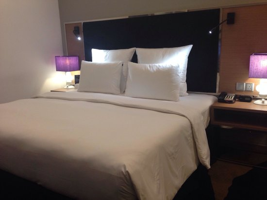 Pullman Kuala Lumpur Bangsar The Bed With Huge Pillows