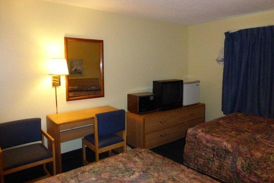 Norwood Inn & Suites - Roseville: Deluxe Double