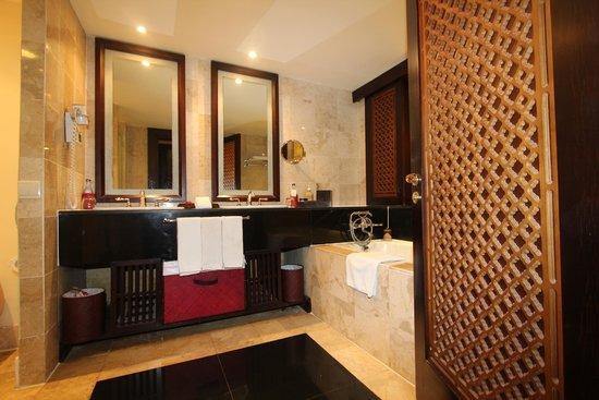 bad mit zwei waschbecken - picture of ayodya resort bali, nusa dua, Hause ideen