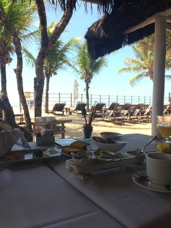 Pousada Clube de Mar: Restaurante pé na areia