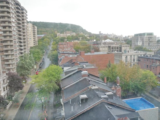 Best Western Ville-Marie Montreal Hotel & Suites: Part of The Mont Real, seen from the room