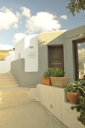 Villa Paradise: Reception