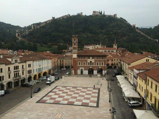 dal Castello inferiore, la Piazza degli scacchi di Marostica