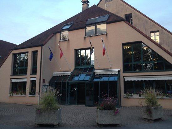 Domaine du Val de Sorne: entrance of the hotel