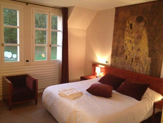 Domaine du Val de Sorne: comfortable room