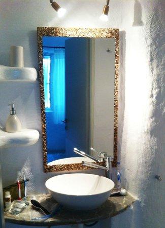 Delmar Apartments & Suites: buthroom