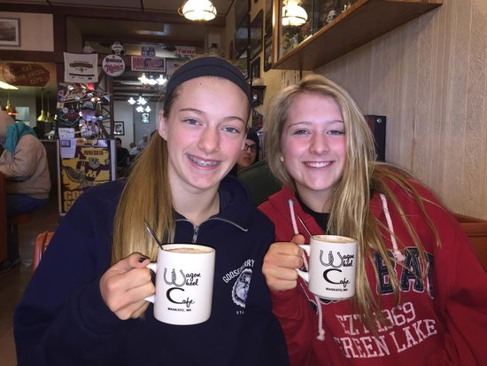 Wagon Wheel Cafe: Breakfast with the girls...