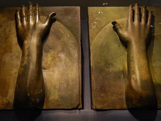 Museo nazionale romano mani decorazione nave di nemi - Bagni di paraffina alle mani ...