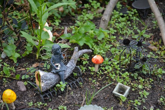 Allen Harbor Breeze Inn & Gardens : Fairy garden