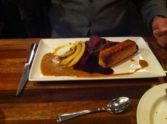 Ravintola Hella: Rendier steak Hella