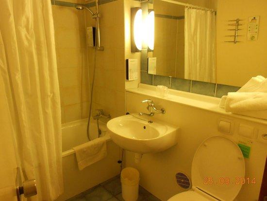 Campanile Cahors : Salle de bain