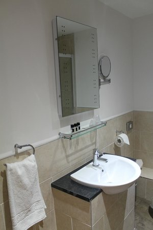 Best Western Brome Grange Hotel: Bathroom