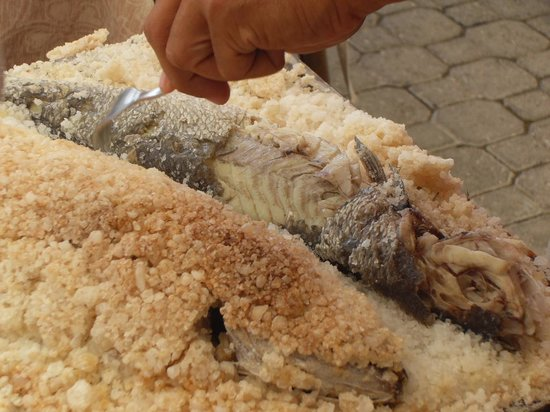 Merhaba Bar & Restaurant : fish cooked in salt