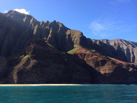 Na Pali Explorer: Beautiful day to tour the Na Pali coast!