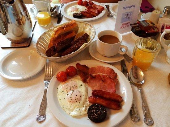 Prague House: Irish Breakfast with Black Pudding. YUMMY!