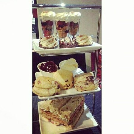 Treat boutique: Afternoon tea :)