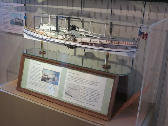 Connecticut River Museum: Old Steamboat model