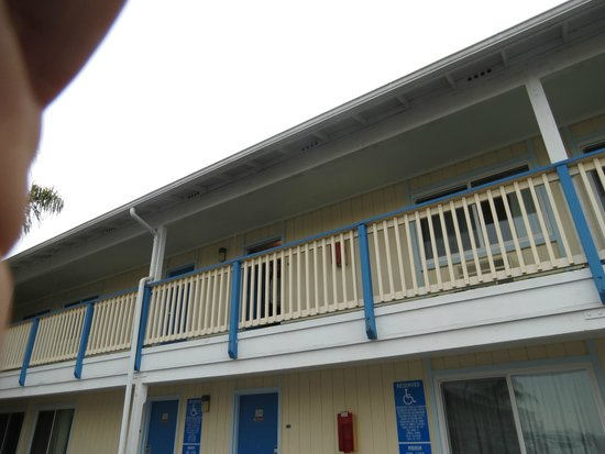 Courtesy Inn San Simeon: Vista exterior
