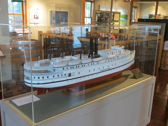 Connecticut River Museum: One of many models