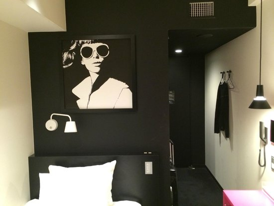 Hotel Plumm : In the room. Arty!