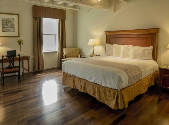 Grand Eastonian Hotel & Suites: Guest Room