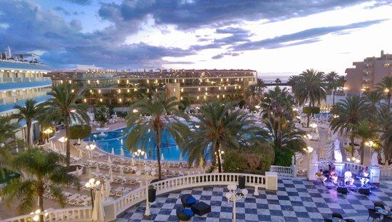 Apartamentos Caribe: hotelowy basen