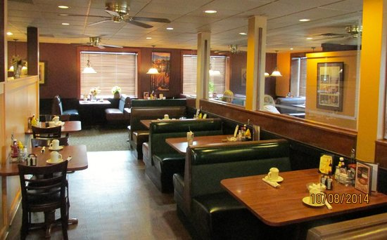 Athena's Deli & Restaurant: Front Dining room
