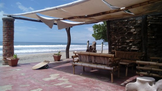 Popoyo Beach Hostel: beach chairs