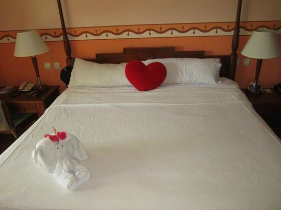 Royalton Hicacos Varadero Resort & Spa: A great bed, so comfortable!