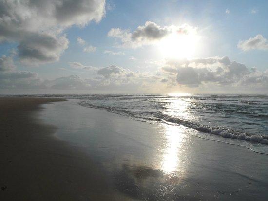 Aconchego Do Porto: Por do Sol na praia próximo ao Hotel