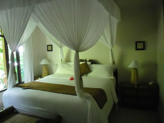 Tirta Ayu Hotel & Restaurant: Bett