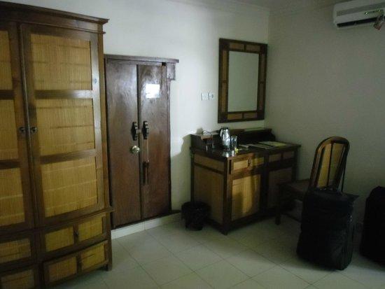 Tirta Ayu Hotel & Restaurant: Zimmer
