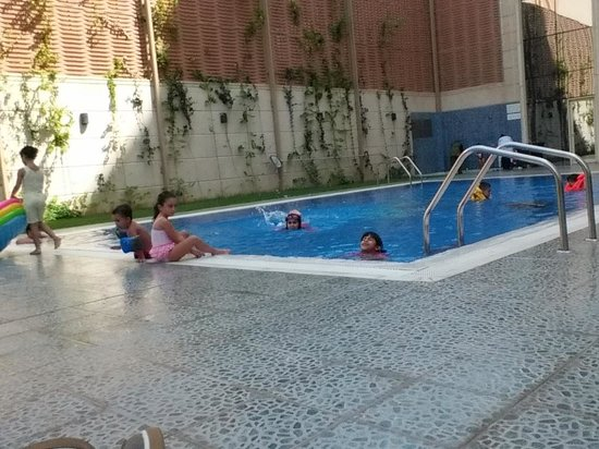 Concorde Hotel Doha: swimming time is full of enjoyment