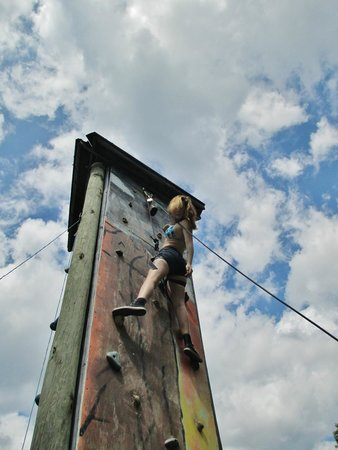 Pinegrove Family Dude Ranch: climbing the rock wall