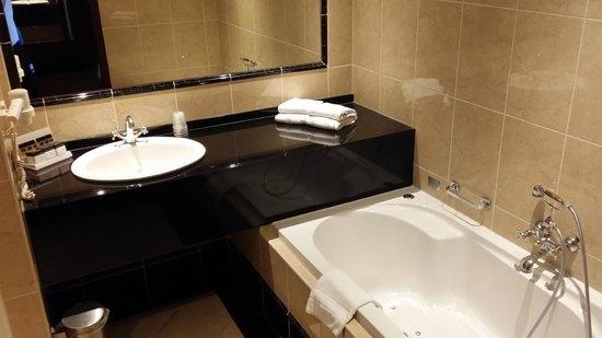 Van der Valk Hotel Akersloot / A9: salle de bain