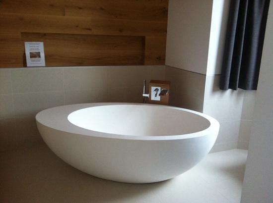 Corona Dolomites Hotel Andalo: la vasca di design