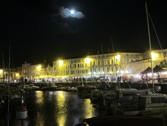 Hotel du Port: St Martin de Re port at night