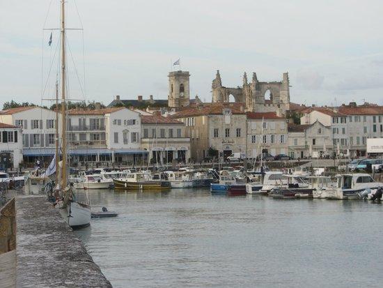 Hotel du Port: St Martin de Re view towards hotel on port