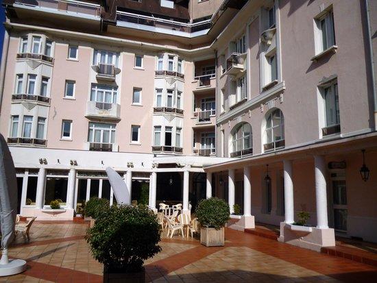 Hotel Bristol: Hôtel Bristol - le patio