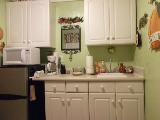 Lavender Dreams Bed and Breakfast Cottage: Kitchen